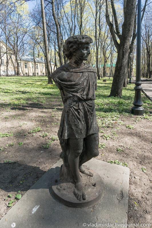 Парковая скульптура в усадьбе