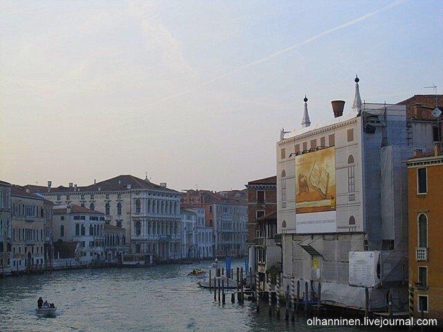 Вечерний вид с моста Академия в Венеции