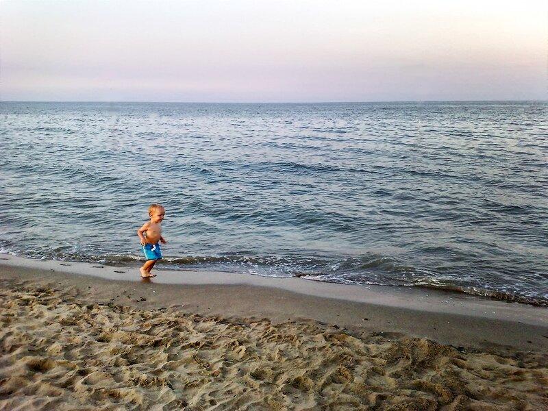 Босиком по морскому песочку