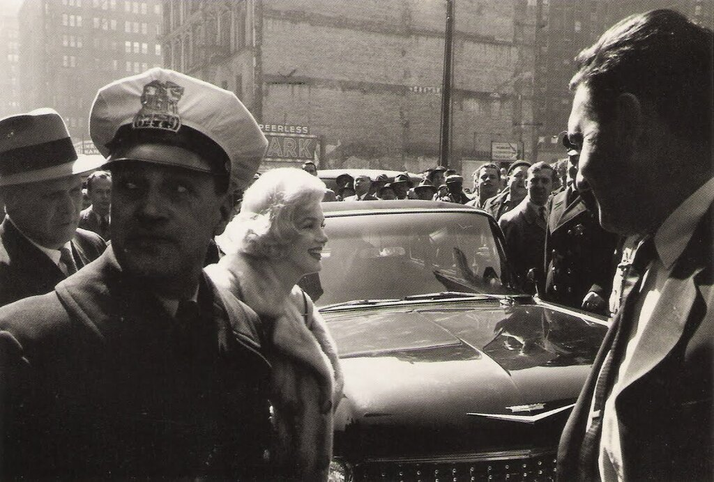 """Мэрилин Монро на премьере """"Некоторые любят погорячее"""" Чикаго, 1959"""