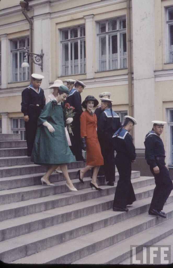 """фотографии моделей Dior  для журнала """"Лайф"""" в Москве 1959"""