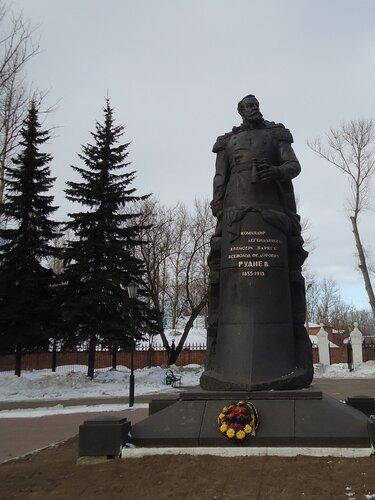 Памятник адмиралу В. Ф. Руднев