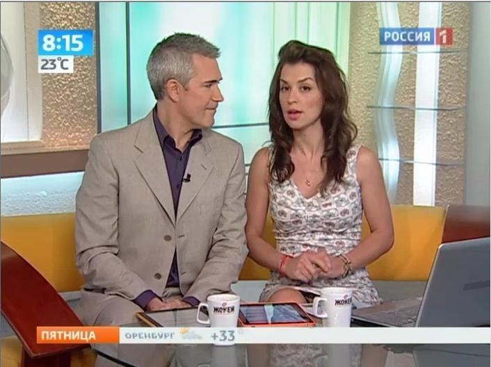 u-televedushih-pod-yubkoy-foto