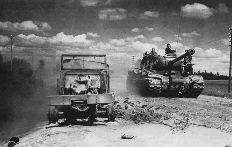 В ночь перед наступлением или во время артиллерийской подготовки танки и САУ на удалении от 1 до 3 км от переднего...