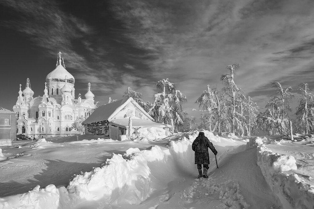 Сквозь заносы снежные