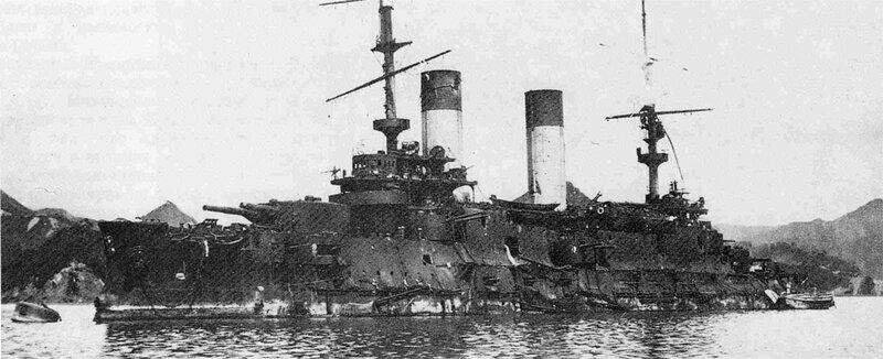 """Эскадренный броненосец """"Орел"""" приведен дря ремонта в японский порт Майдзуру, 1905 год"""