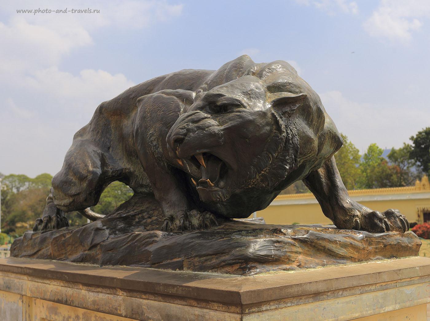 Фотография 12. Статуя льва в саду дворца Амба Вилас. Путешествие в индийский город Майсур в штате Карнатака. Отзывы туристов о поездке в Индию. 1/125, -1, 7.1, 100, 40