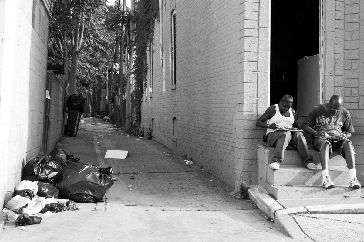 Неулыбчивая Америка: Черно-белая жизнь в бедных кварталах современного Балтимора (29)