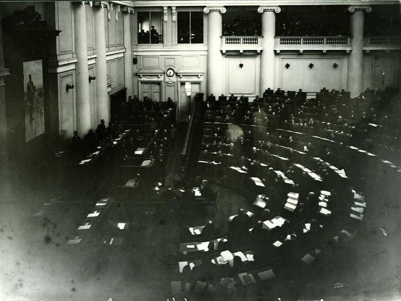 Первое заседание Четвертой Государственной думы в Таврическом дворце (общий вид зала заседаний)