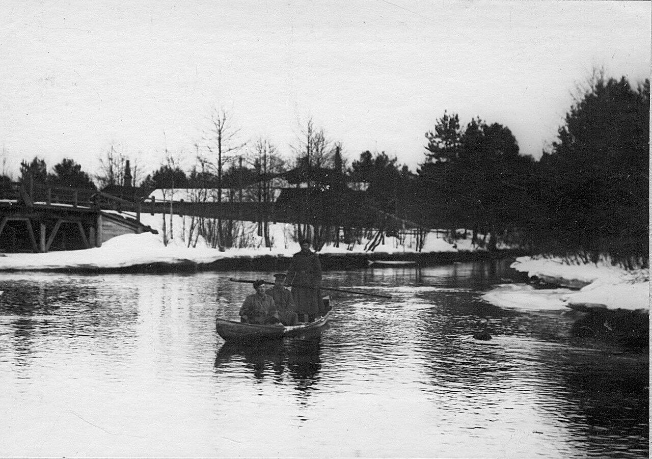 31. Пограничник в лодке. 1908