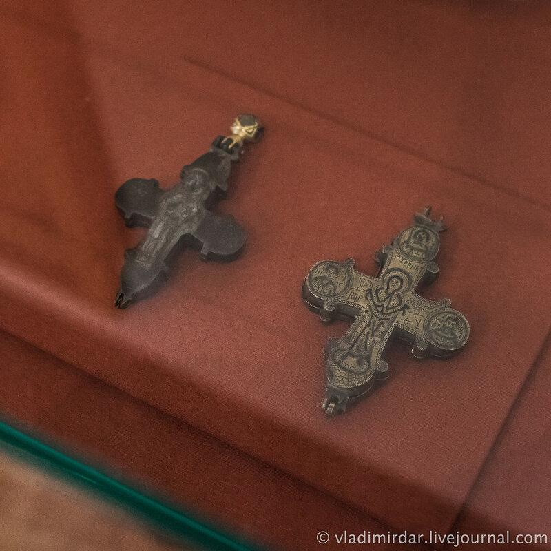 Энколпионы с изображением Богородицы. XII-XIII вв. Бронза; литье.