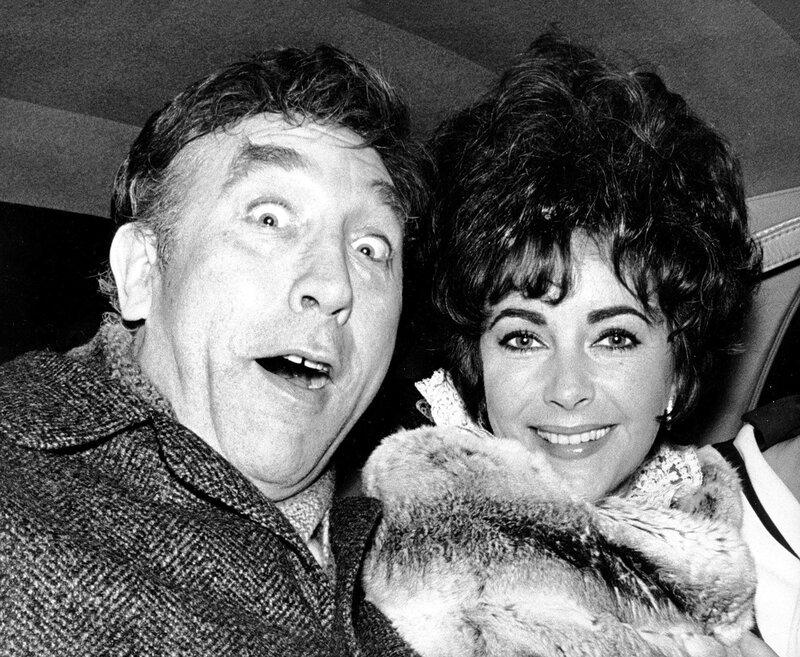 Elizabeth TAYLOR mit Frankie HOWERD, London 1967
