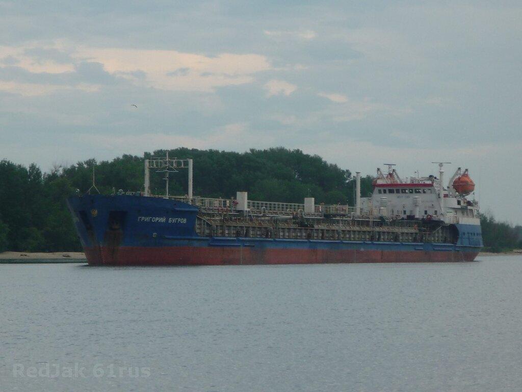 Затонувший на каспии танкер столкнулся с подводным объектом .