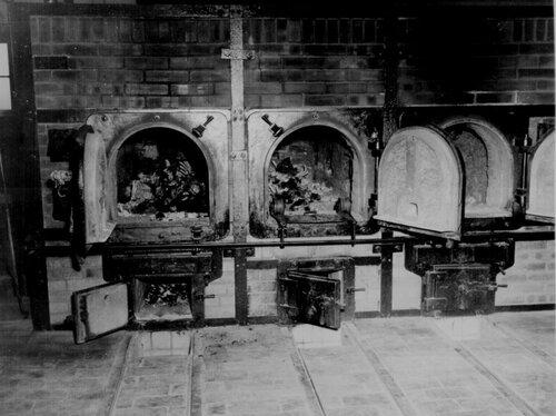 Печи крематория концлагеря Бухенвальд. 1945