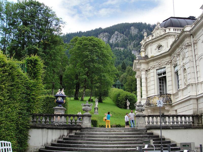 Дворец и парк