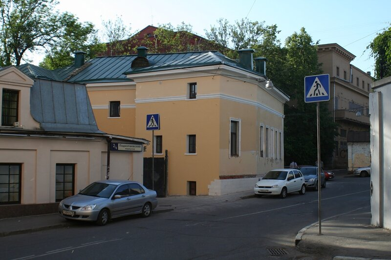 Дом Челнокова с Подкопаевского переулка.