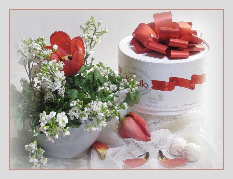 Картинка поздравления с 8 марта цветы и конфеты, днем рождения даша