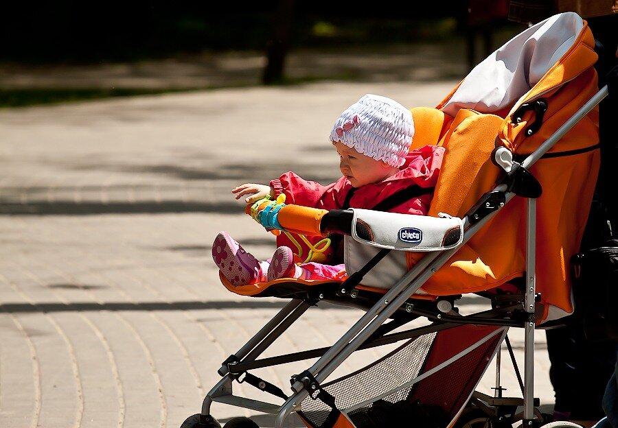 солнечный ванны коляска ребенок