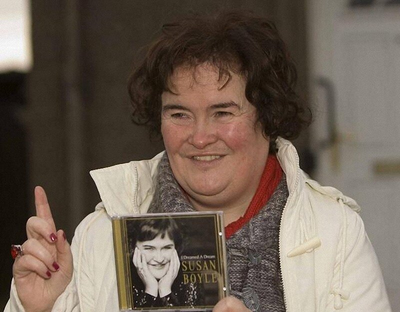 Susan Boyle Gets Into The Christmas Spirit!