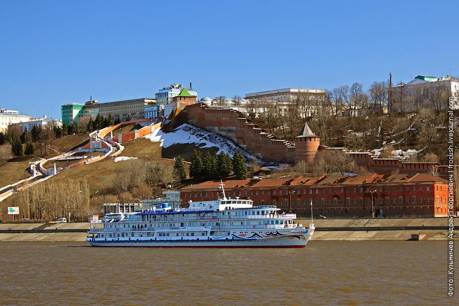 24 апреля 2011 года. Теплоход «Н.А.Некрасов» в Нижнем Новгороде