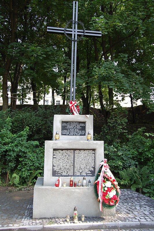 Памятник на месте расстрела львовских профессиров в июле 1941 года