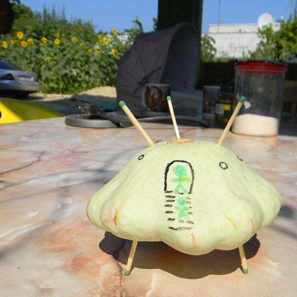 Летающая тарелка из патиссона - самая простая игрушка для выставки к Осеннему балу и Празднику урожая