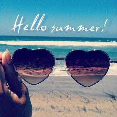 Привет, лето! Пляж и море сквозь солнечные очки открытки фото рисунки картинки поздравления
