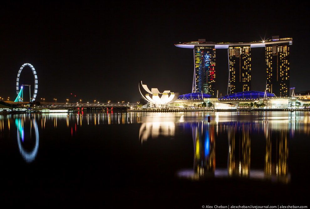 Также смотрите статьи « Сингапур с высоты » и « Gardens by the Bay: футуристические прибрежные