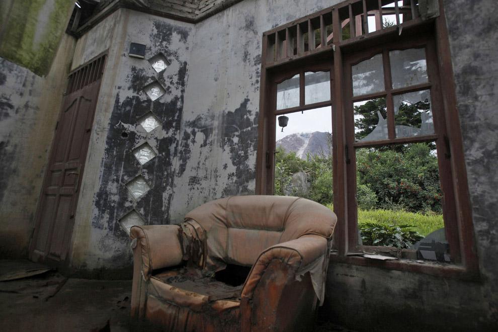 6. Закрыто на простенький замок. Возможно, хозяева мечтают сюда вернуться. Деревня Guru Kinayan