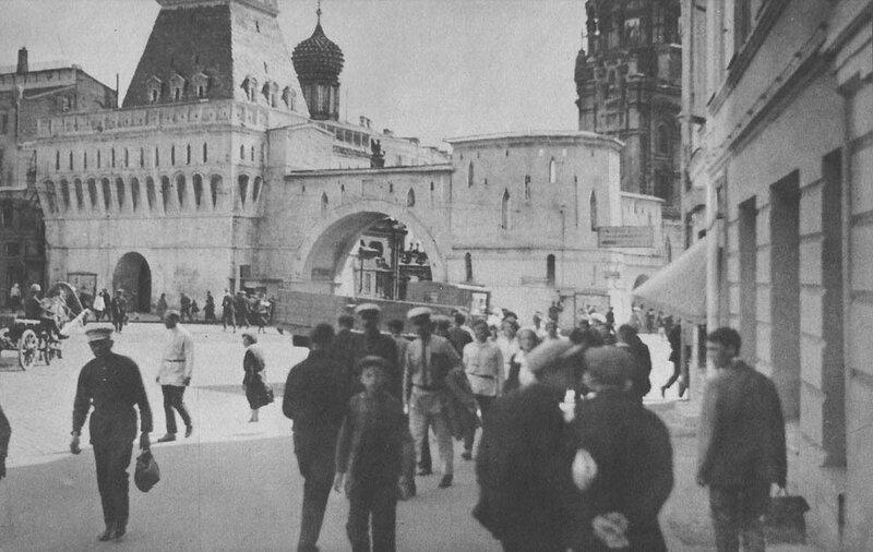 Владимирские ворота Китай-города. 1932 год. Фотограф Джеймс Эббе.