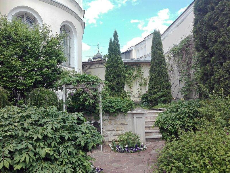 Московский монастырь Иоанна Предтечи, внутренний дворик