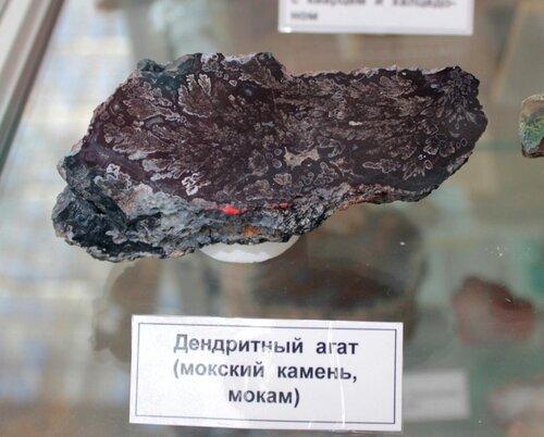 Дендритный агат (мокский камень, мокам)