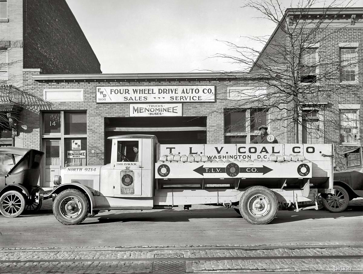 Грузовые автомобили начала 20-го века на снимках американских фотографов (24)