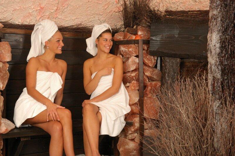 Фото девушек с парнями в бане 14 фотография
