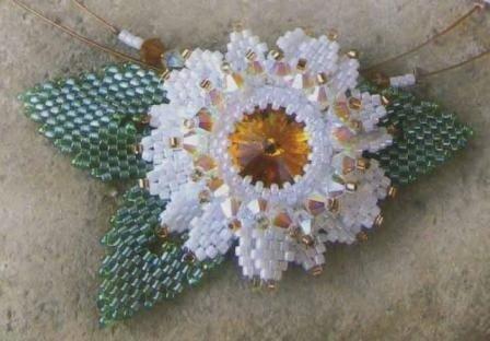 лепестки из бисера, мастер класс по плетению бисером, как плести из бисера цветы, оплетение риволи.