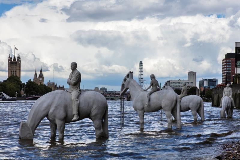 Эти скульптуры вЛондоне можно увидеть лишь дважды вдень (7 фото)