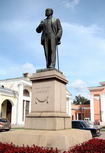 Памятник Павлову И. П.