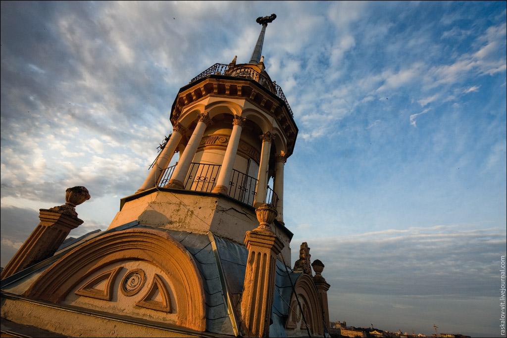 Очень красивая башенка рядом с Министерством обороны