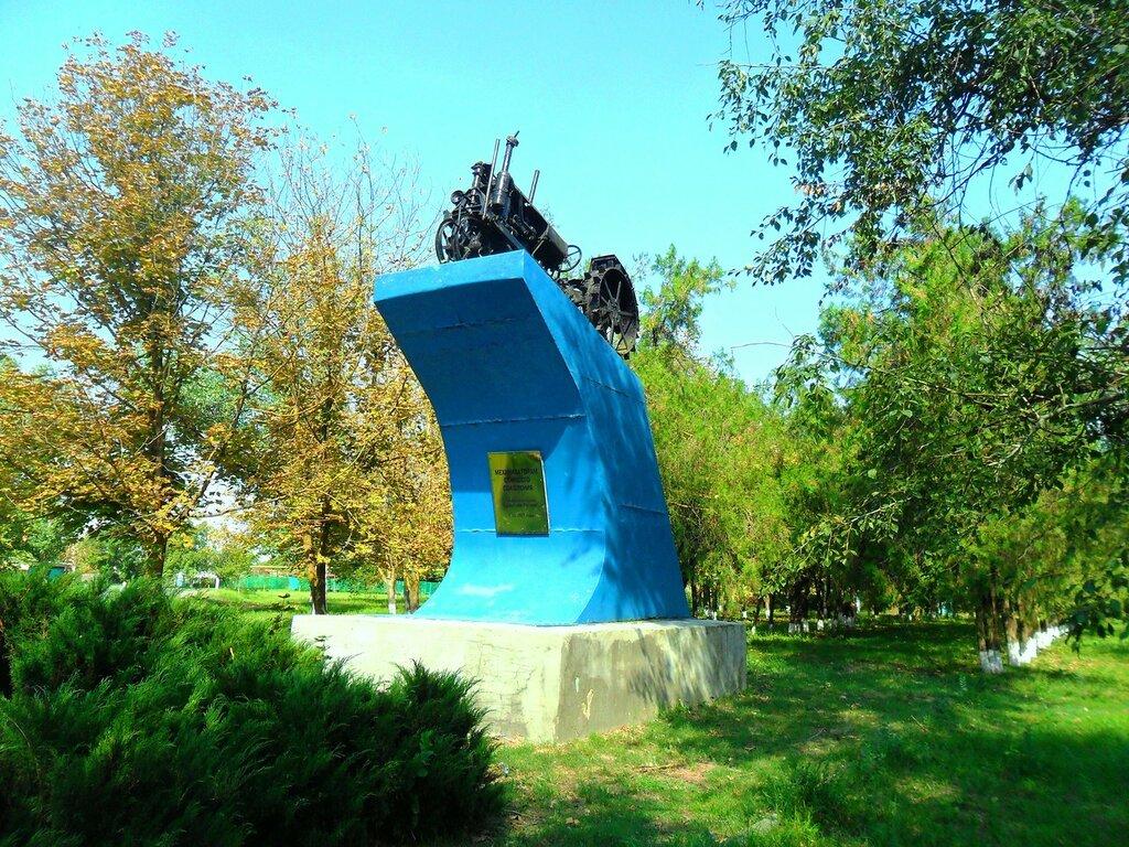 У памятника ... SAM_3523.JPG