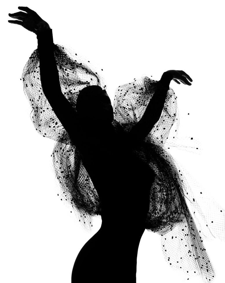 работа фотографа Альберта Уотсона / Michaela Bercu - photo by Albert Watson