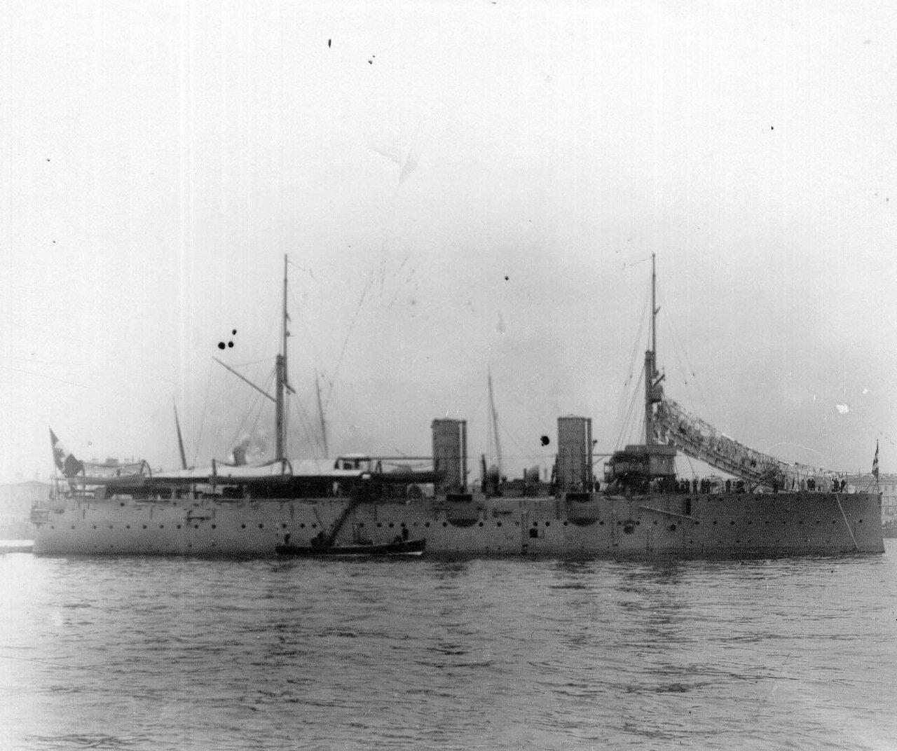 29. Военный корабль, идущий на ремонт на завод. 1911