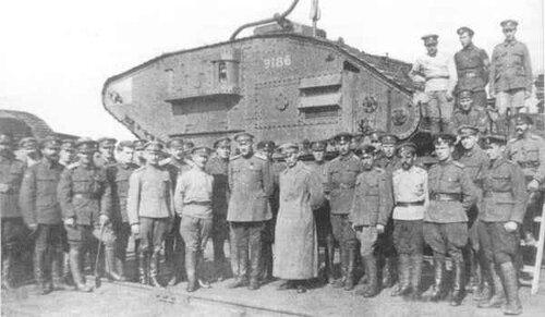 генерал Сидорин у танка