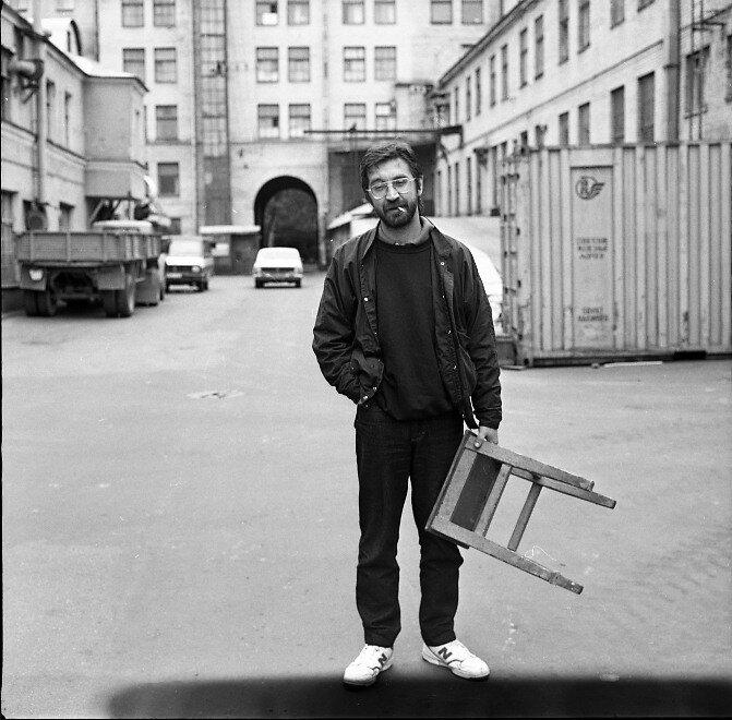 Юрий Шевчук во дворе «Ленфильма»