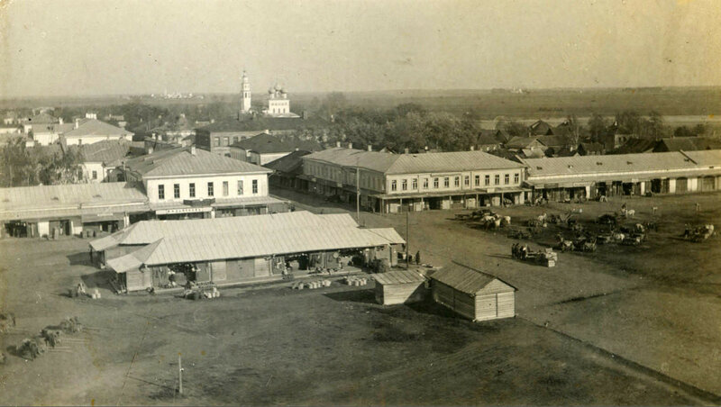 356479 Молога. Вид на северную часть Торговой (Сенной) площади 1900-е.jpg