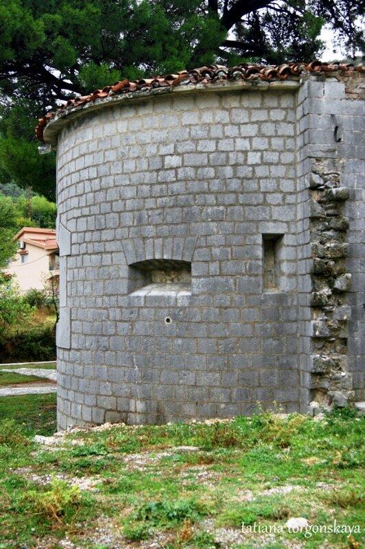 Крепость Тринита снаружи