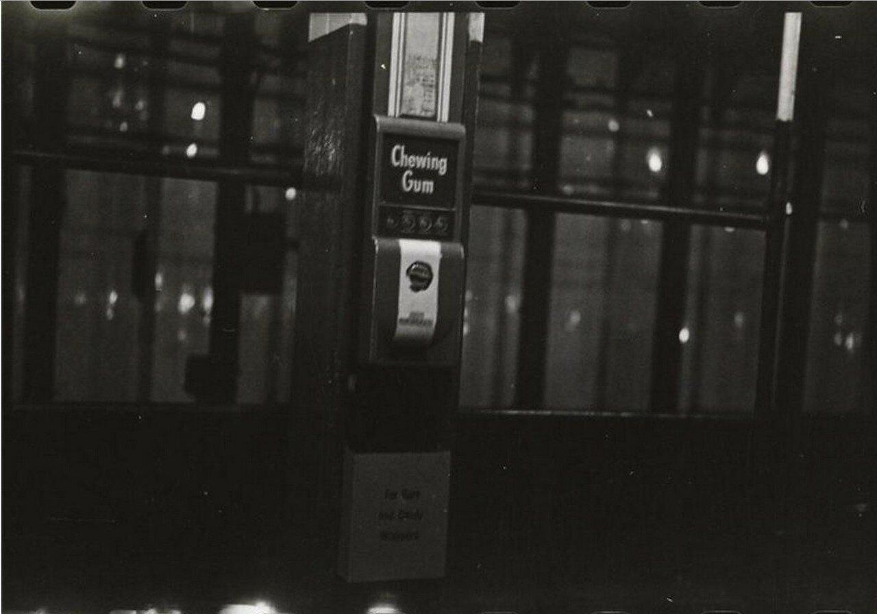 1946. Сцены в метро
