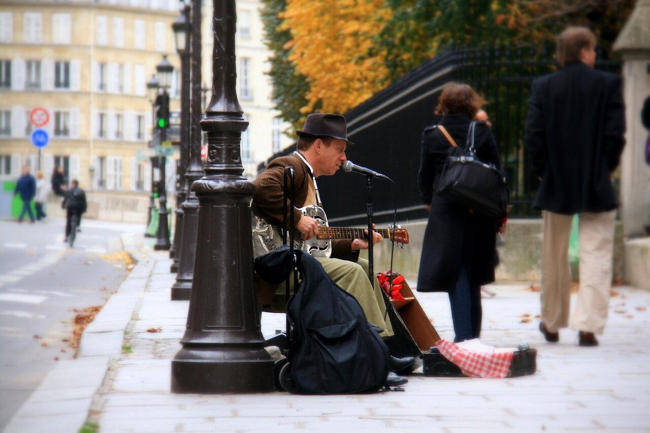 Уличный музыкант