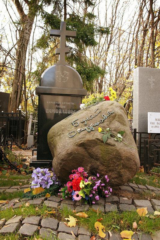 Ваганьково и Новодевичье кладбища. Була́т Ша́лвович Окуджа́ва  Некрополи в фотографиях. Могилы знаменитостей