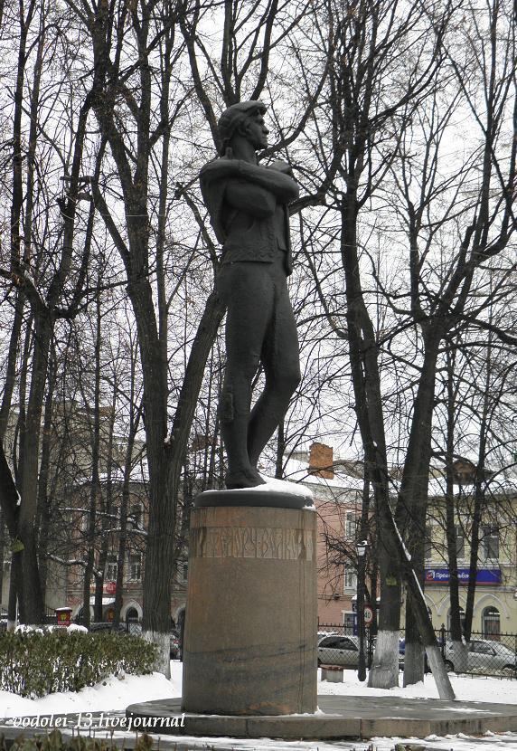 Памятник Ф. Волкову в Ярославле.JPG