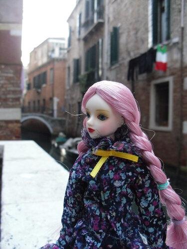 j-doll-olga-venezia-9nov2011-3